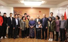 """HLV Park Hang-seo gặp """"trò cưng"""" Văn Thanh, Đình Trọng ở Hàn Quốc"""