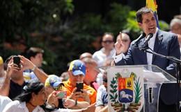 """Căng thẳng Venezuela: Lãnh đạo đối lập tuyên bố đã """"chỉ thị trực tiếp"""" quân đội tiếp nhận viện trợ"""