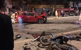 2 đầu ô tô vỡ nát, xe máy biến dạng nghiêm trọng, dân mạng tò mò về nguyên nhân tai nạn