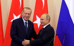 """Thổ Nhĩ Kỳ cố tình """"câu giờ"""" chờ Mỹ rút quân, Nga mất kiên nhẫn quyết định đánh """"thẳng tay""""?"""