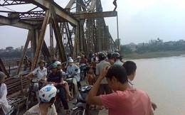Thực hư thông tin đứng hóng mát cầu Long Biên, mẹ bế đứa lớn, đứa bé nhoài ra rơi xuống sông