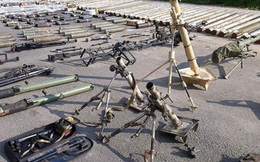 """Quân đội Syria thu hoạch vũ khí của """"quân thánh chiến"""" ở Damascus: Đủ cả của Mỹ và Israel"""