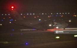 """""""Ngựa thồ"""" C-17 của Không quân Mỹ hạ cánh xuống sân bay Nội Bài lúc chập tối"""