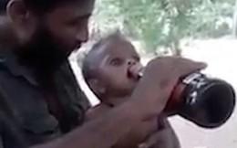 Phẫn nộ cảnh ông bố quay clip 'chuốc bia' cho con trai 1 tuổi để làm trò trên MXH