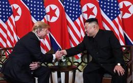 TT Donald Trump bắt chặt tay Chủ tịch Kim Jong Un sau 260 ngày gặp lại: Tương lai Triều Tiên sẽ vô cùng xán lạn