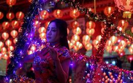 24h qua ảnh: Cô gái Thái tạo dáng dưới những ngọn đèn lồng