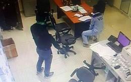 Số tiền 2 kẻ cầm súng xông vào trạm thu phí Dầu Giây cướp được là bao nhiêu?