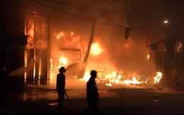 Nghe tiếng hô hoán, 6 người đang ngủ chạy thoát khỏi căn nhà cháy dữ dội lúc 1h sáng