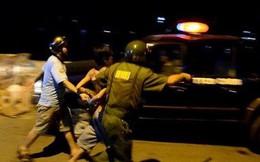 Can ngăn đánh nhau, 2 thanh niên bị đâm nằm gục ở Sài Gòn