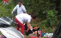 """Bác sĩ phóng xe máy đến tận bìa rừng giúp sản phụ người Dao """"vượt cạn"""""""