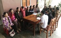 Hàng trăm cô giáo nộp đơn mong được trả tiền thâm niên giảng dạy