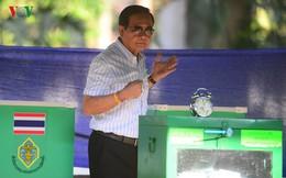 Thủ tướng Thái Lan xếp hàng đi bầu cử