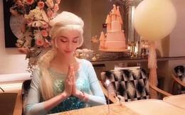"""Sinh nhật hoành tráng của Angela Baby: Nữ chính cosplay Elsa, dàn bạn """"quẩy"""" hết mình, nhưng ông xã không có mặt?"""