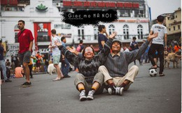 Đôi vợ chồng già lần đầu du lịch Hà Nội: Chịu khó diễn sâu đến nỗi giới trẻ chạy dài mới theo kịp!