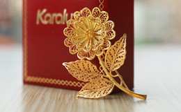 Quà 8/3 sang chảnh: Hoa hồng mạ vàng pha lê, tranh hướng dương giá hàng chục triệu đồng