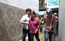 Bà lão khóc ngất khi thấy 2 căn nhà chìm trong biển lửa giữa trưa nắng Sài Gòn