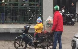 Hình ảnh cháu bé ngồi ngoan trên xe máy giữa cái se lạnh chờ đợi cha đi ship hoa tươi trong ngày 8/3 gây xúc động