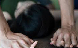 """Cha mẹ đi làm thuê, con gái 12 tuổi ở nhà bị """"ông chú"""" sát vách làm bậy"""