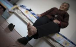 Đôi chân biến dạng cả đời của người phụ nữ cuối cùng theo tục 'bó chân gót sen' ở Trung Quốc