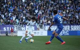 Fan Hàn Quốc liên tục gọi tên Công Phượng, reo hò cả khi bóng đi ra ngoài
