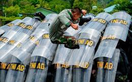 24h qua ảnh: Binh sĩ Indonesia diễn tập chống khủng bố như phim hành động