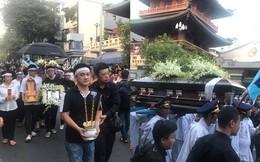 Hồng Vân, Thanh Bạch và dòng người hâm mộ xúc động đưa tiễn cố nghệ sĩ Anh Vũ về nơi an nghỉ