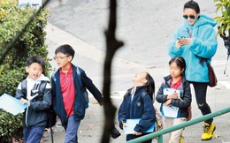Trương Bá Chi lần đầu xuất hiện sau tin bị ung thư giai đoạn cuối, gây chú ý bằng hành động này