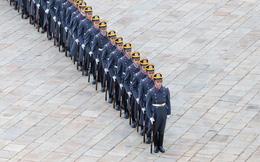 24h qua ảnh: Đội tiêu binh tham gia nghi lễ đổi ca gác tại Điện Kremlin