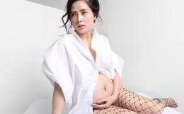 Nữ ca sĩ từng bị chém gần đứt rời chân mặc sexy, khoe bụng bầu con thứ 3