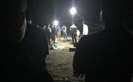 Thi thể 2 nữ giới buộc chặt vào nhau trôi dạt trên bờ biển lúc hoàng hôn