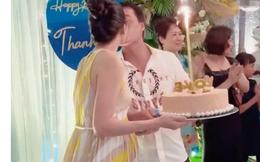 Vợ chồng Thanh Tú hôn nhau tình cảm trong tiệc sinh nhật nhưng vòng 2 của nàng Á hậu mới gây chú ý!
