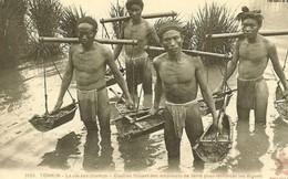 Một cổ hai tròng: Nông dân Việt Nam khốn khổ cả vì phong kiến lẫn thực dân