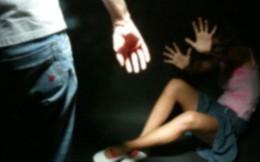 Anh trai tìm chứng cứ báo công an em gái 14 tuổi bị cha dượng hiếp dâm nhiều lần ở Sài Gòn