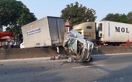 4 ô tô bị xe container đâm khi dừng đèn đỏ, có xe nát bét
