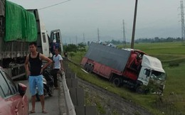 4 xe tải tông nhau liên hoàn trên đường tránh QL 1A, giao thông ách tắc