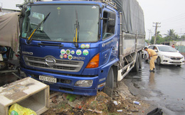Xe tải tông sập quầy bán thịt chó ven quốc lộ 30, nữ tiểu thương tử vong