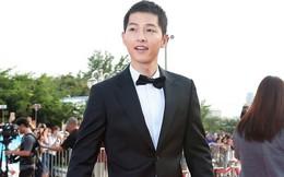 Bỏ ngoài tai tin đồn ly hôn, Song Joong Ki thể hiện hành động ấm áp tình người thế này cơ mà