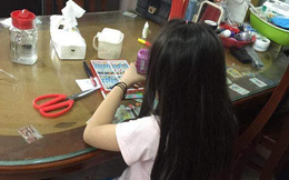 Sáng dậy xuống nhà, mẹ bất ngờ khi đọc được mảnh giấy nhắn để lại của con gái lớp 3