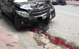 Sự thật dòng nước đỏ dưới bánh xe ô tô gây nạn trên phố Hà Nội sáng nay