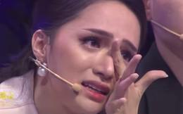 """Hương Giang bật khóc nức nở trên truyền hình vì câu nói: """"Con xin lỗi vì không cho bố một người con dâu"""""""