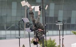 24h qua ảnh: Binh sĩ Hàn Quốc trình diễn kỹ năng võ thuật