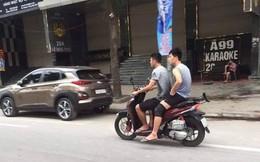 Xôn xao hình ảnh Đình Trọng và Văn Kiên đi xe máy không đội mũ bảo hiểm trên phố Hà Nội