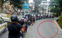 Thực hư đằng sau một loạt hình ảnh tắc đường người và xe xếp hàng dài tăm tắp, không chen lấn vượt làn đang gây sốt cộng đồng mạng