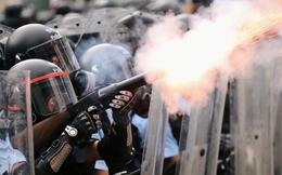 """Bí ẩn đằng sau các """"cuộc tấn công"""" ồ ạt từ TQ làm điêu đứng người biểu tình Hong Kong"""