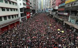 """""""Biển đen"""" ở Hong Kong: Học sinh rầm rộ xuống đường, làn sóng biểu tình lan rộng sang nước ngoài"""