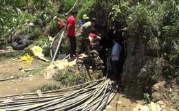 Cận cảnh hiện trường giải cứu nạn nhân mắc kẹt trong hang đá ở Lào Cai