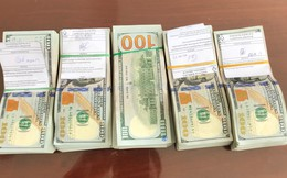 Người phụ nữ mang trái phép 50.000 USD từ sòng bạc qua biên giới