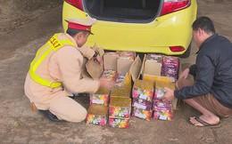 Thuê taxi vận chuyển gần 100 kg pháo lậu về bán kiếm lời