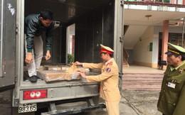 CSGT tóm gọn 2 xe hàng lậu trong đêm về Hà Nội tiêu thụ