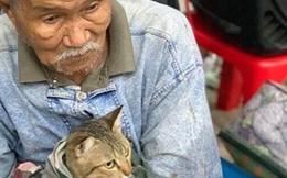 Cảm động khoảnh khắc cụ già che chở, bảo vệ chú mèo trước cơn bão mạnh khủng khiếp